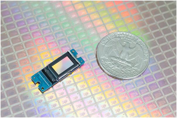 라온텍 RDP370F 패널과 25센트 동전 크기 비교