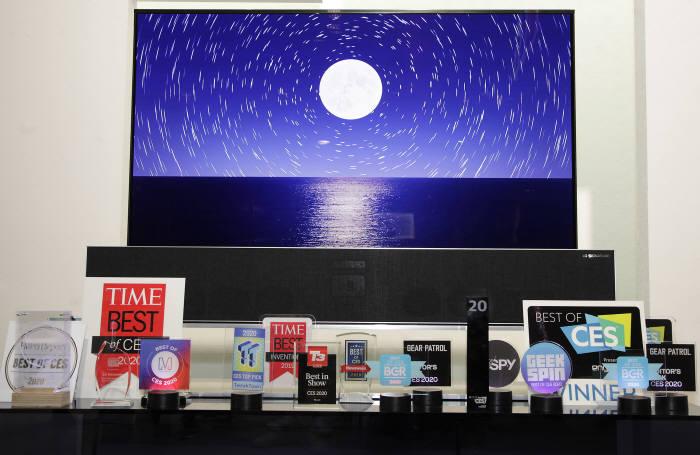 LG전자가 선보인 혁신 제품과 서비스들이 CES 2020에서 총 119개 어워드를 받았다.