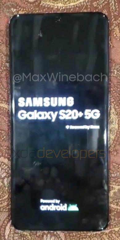 개발자 커뮤니티 XDA 디벨로퍼스 등에 유출된 삼성전자 갤럭시S20 플러스 5G 모델 시작 화면.