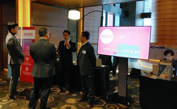 비투엔은 여의도 콘래드호텔에서 개최한 HPE HIT Partner Day에 참가했다. 회사는 행사장에 부스를 마련, 데이터솔루션을 소개했다.
