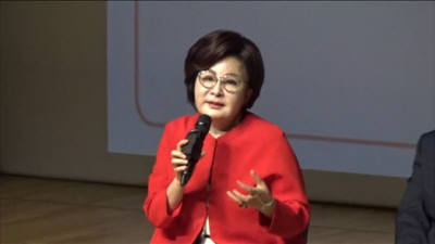 김영휴 씨크릿우먼 대표 '직면하면 만나게 되는 새로운 나' 독자와 소통