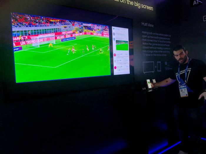 축구를 시청하면서 동시에 SNS 피드를 확인할수 있다. 사진 : 전자신문