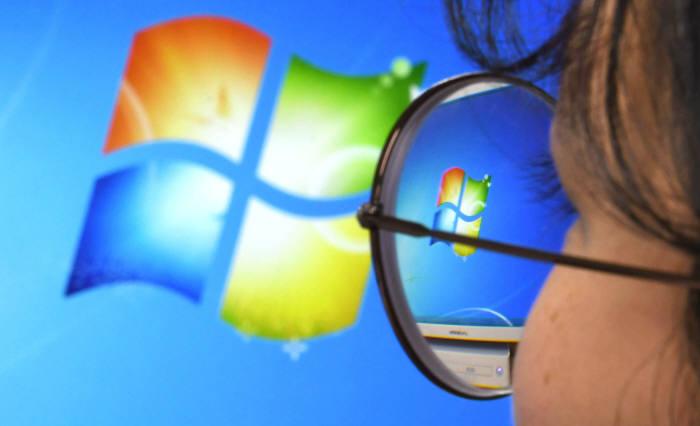 마이크로소프트(MS)의 PC용 윈도7 운용체계(OS)에 대한 기술 지원이 14일로 종료됐다. 최종 업데이트 30일 후부터는 보안 지원이 완전히 중단된다. 바이러스, 보안 위협 등에 취약해지기 때문에 윈도10 업그레이드 또는 OS 교체가 필요하다. 김동욱기자 gphoto@etnews.com