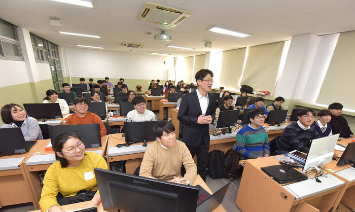 영진전문대 일본IT기업주문반 수업 모습.