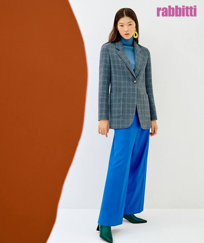 CJ오쇼핑이 패션 브랜드 래비티의 얼리 스프링 신상품 핸드메이트 체크재킷을 론칭한다.(사진제공=CJ오쇼핑)