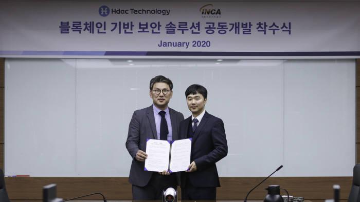 (왼쪽부터)주용완 에이치닥테크놀로지 한국지점 대표, 주영흠 잉카인터넷 대표가 기념촬영했다.