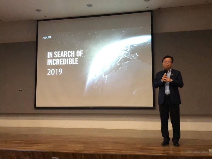 후 슈빈 에이수스 공동대표(CEO)는 16일 대만 타이베이 본사에서 열린 에이수스 APAC CES 서밋에서 새로운 30년을 열어가는 에이수스의 비전과 각오를 밝혔다.