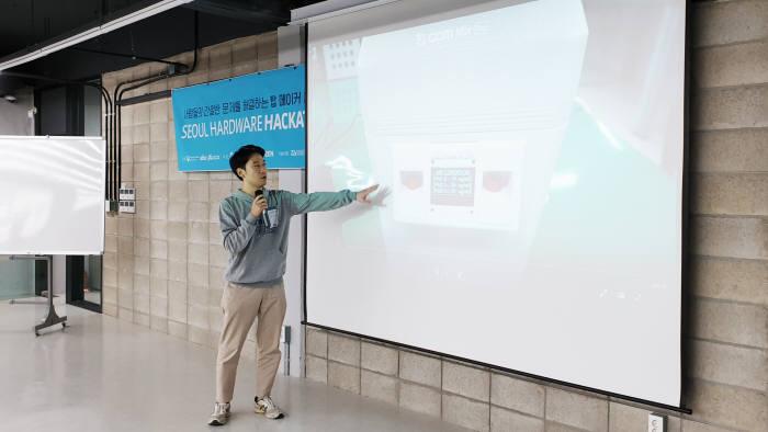 2019년 서울하드웨어해커톤 미메이커 발표 장면. 사진=SBA