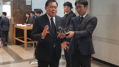 """황각규 """"신격호 명예회장 재산, 유족들이 사회 환원 여부 결정할 것"""""""