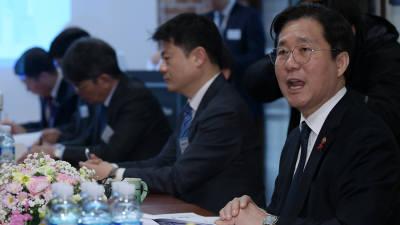 """성윤모 장관 """"석탄발전 감축, 더 센 처방전 쓴다"""""""
