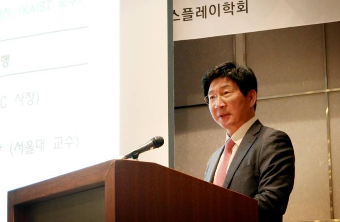 한국정보디스플레이학회장에 선임된 이동훈 삼성디스플레이 사장이 21일 신년하례식에서 발언했다.