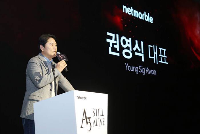 권영식 대표가 A3:스틸얼라이브를 넷마블 상반기 최대 기대작으로 소개하고 있다