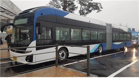 23일부터 세종시에서 운행되는 전기굴절버스. 자료=대도시권광역교통위원회