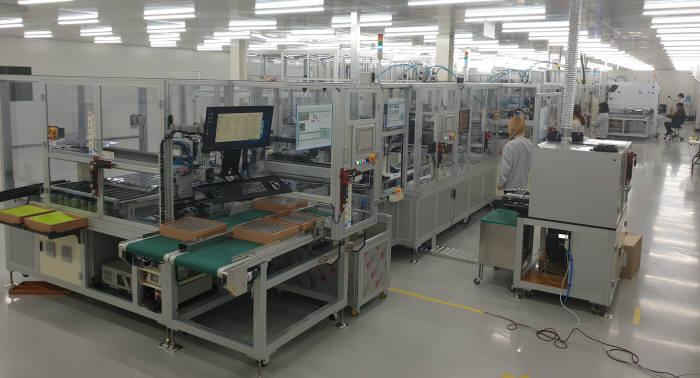 파워로직스가 오창공장에 최근 완성한 원통형전지 기반의 배터리 모듈·팩 자동화 설비.