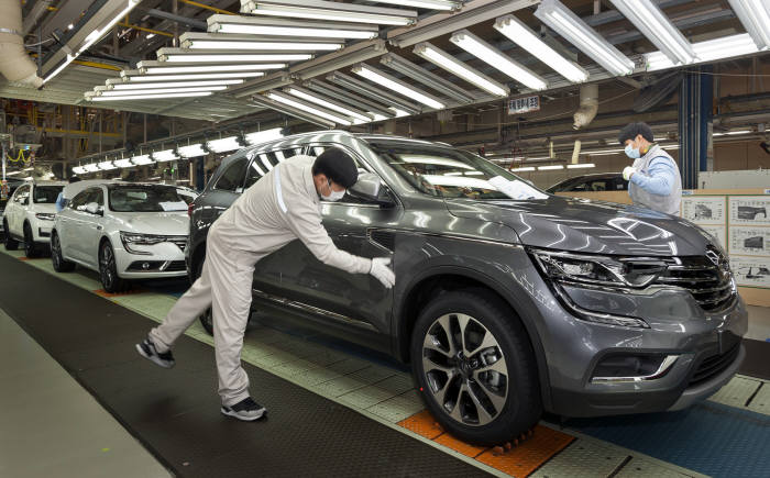 르노삼성자동차 부산공장 생산라인 모습.