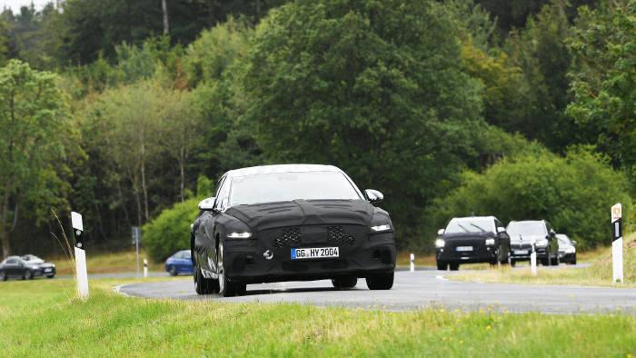 독일 뉘르부르크에서 성능을 점검 중인 제네시스 G80 후속 모델.