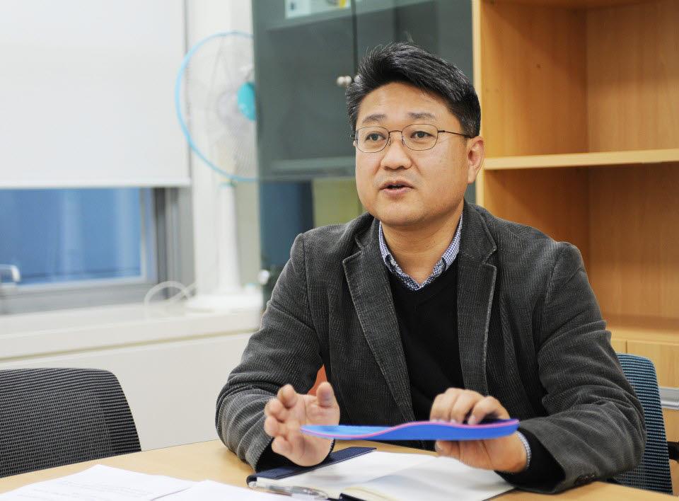 김남선 길온 대표가 스마트 인솔을 소개하고 있다. <사진=길온>
