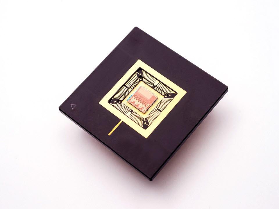 IMEC과 겐트대학이 개발한 수면무호흡 관리 칩. <사진=IMEC>