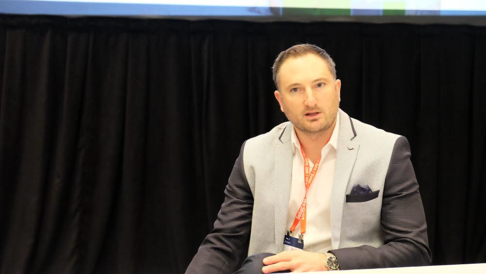 데이비드 랜들 다쏘시스템 솔리드웍스 전략 비즈니스 개발 시니어 매니저가 미국 내슈빌 뮤직시티센터에서 열린 다쏘시스템 3D 익스피리언스 월드 2020에서 XR 산업 적용 가능성을 전하고 있다.