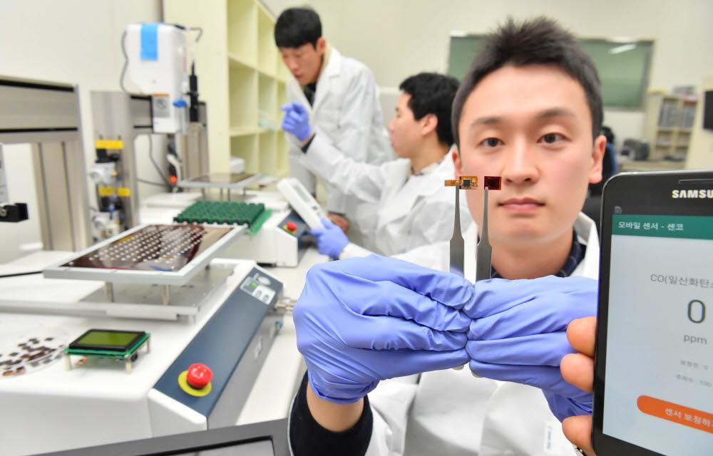 Senko develops ultra-compact electrochemical sensor for carbon monoxide detection on smartphones