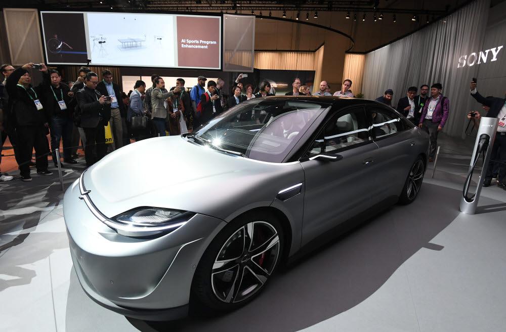 소니가 지난 1월 CES에서 처음 공개한 전기차 비전-S(Vision-S).