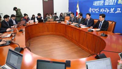코로나 관련 기자간담회 발언하는 이인영 원내대표