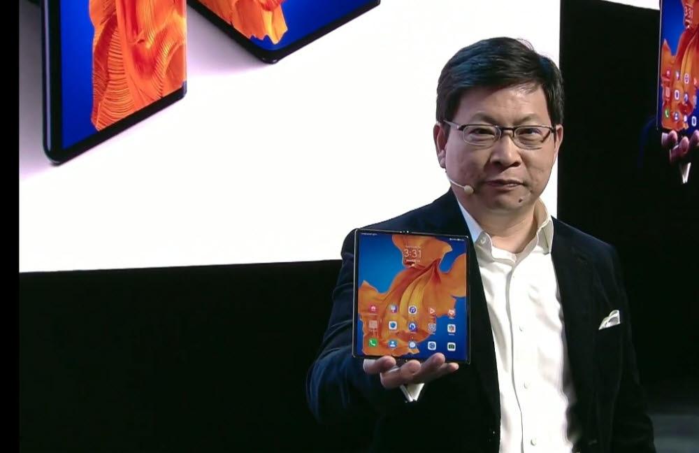 리처드 유 화웨이 소비자비즈니스그룹 CEO가 메이트Xs를 소개했다.