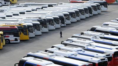 코로나19 사태로 멈춰선 관광버스