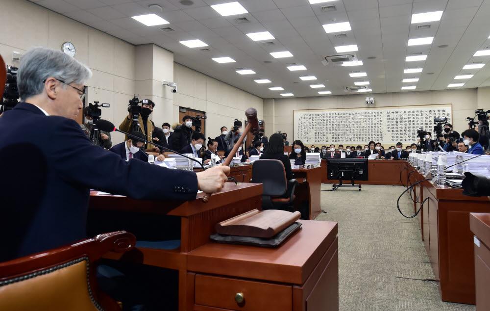 타다금지법을 다룬 국회 법제사법위원회 모습 <전자신문DB>