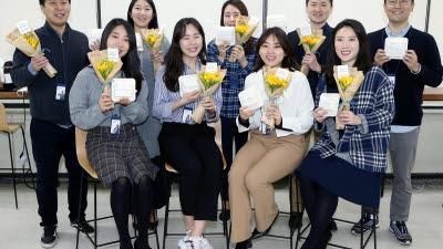 신한은행, '꽃 나눔 떡 나눔 캠페인' 실시