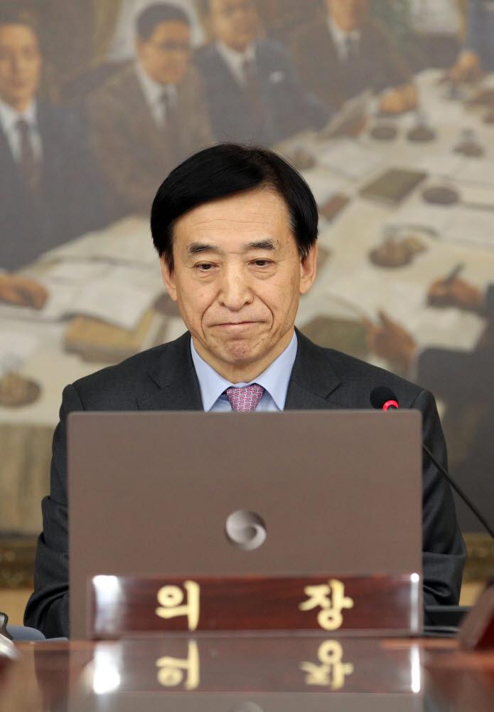 이주열 한국은행 총재가 16일 서울 중구 한국은행에서 열린 금융통화위원회를 주재하고 있다.