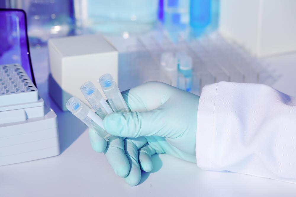 코로나19 확산으로 글로벌 제약사들이 치료제나 백신 개발에 들어간 가운데 RNA 기반 치료제 개발도 활발히 이뤄지고 있다. 출처 : 게티이미지뱅크