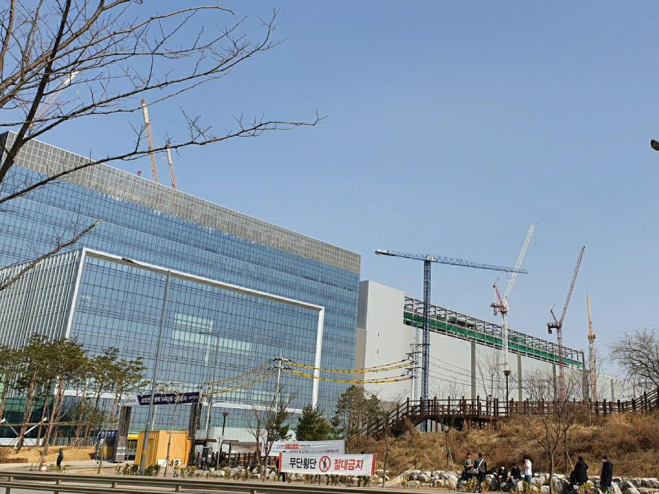 공사가 한창인 삼성 평택 캠퍼스(사진: 강해령 기자)