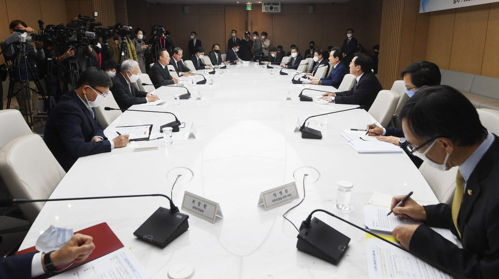 "Prime Minister Chung meets with the head of an economic group to promise economic recovery… ""Promote policy for Golden Time"""