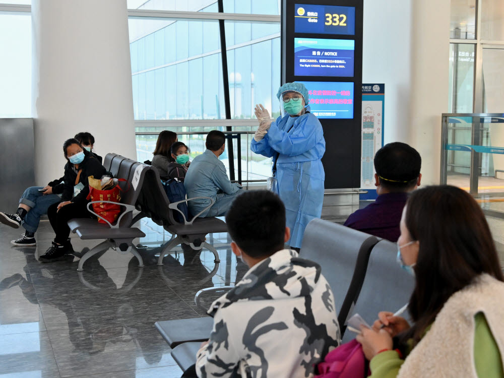 epa08325664 A handout photo made available by Hong Kongs Information Services Department (ISD) shows a nurse from Hong Kong Department of Health demonstrating the proper way of washing hands to Hong Kong residents at the Wuhan Tianhe International Airport, in Wuhan, China, 26 March 2020 (issued 27 March 2020). Over 500 stranded Hong Kong residents have been flown back on four government chartered flights from Hubei province, China, this week. EPA/ISD HANDOUT INFORMATION SERVICES DEPARTMENT/ HANDOUT / EDITORIAL USE ONLY/NO SALES HANDOUT EDITORIAL USE ONLY/NO SALES