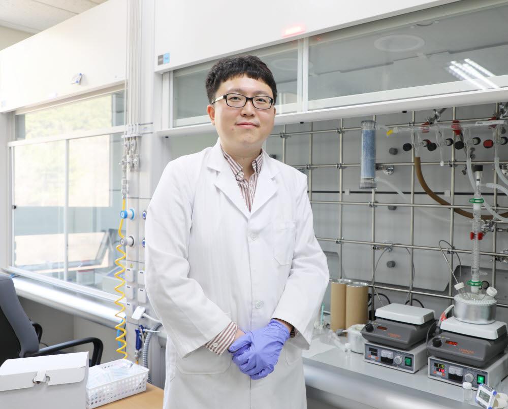 양자점 태양전지 상용화를 앞당길 수 있는 기술을 개발한 최종민 DGIST 에너지공학전공 교수.