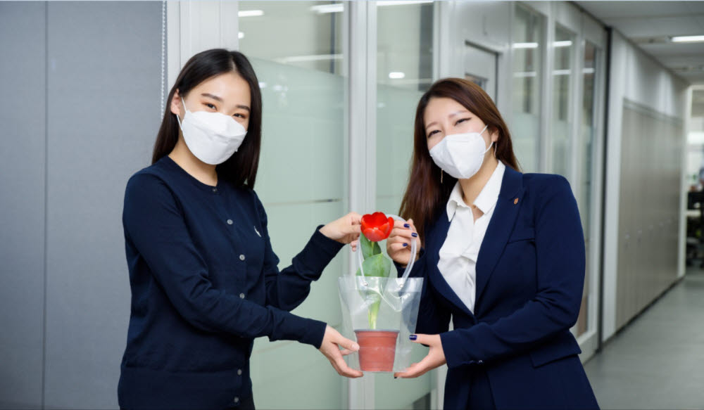"""오렌지라이프 """"4월 한 달간 5만개 꽃화분 드립니다"""""""