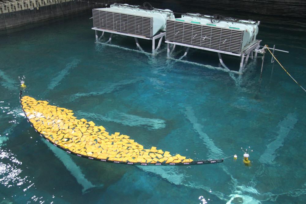 해양쓰레기 차집에 따른 플랫폼안정성 평가시험 모습.