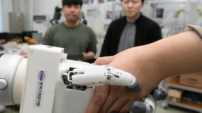 '인간형 로봇 손' 못 잡는 게 없네
