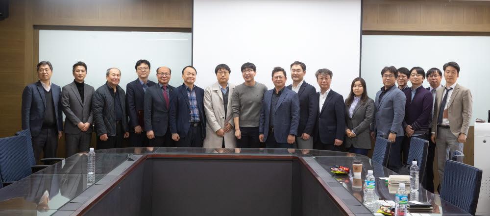 전북대 반도체설계교육센터는 시스템 반도체 전문 설계업체 에이디테크놀로지와 인력양성 협력을 위한 업무협약을 체결했다.