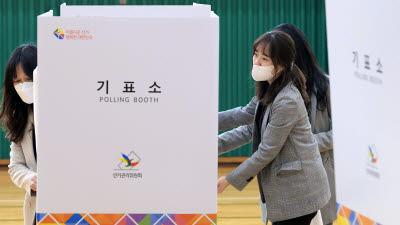 총선 D-1, 투표소 설치