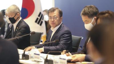 문 대통령 하반기 국정 운영 청신호…'경제활성화' 과제