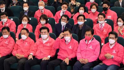 방송3사 출구조사 미래통합·한국당 107~133석...