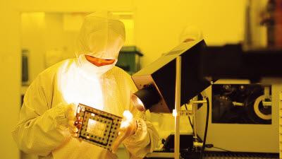 위기에 더 빛나는 삼성의 반도체 초격차