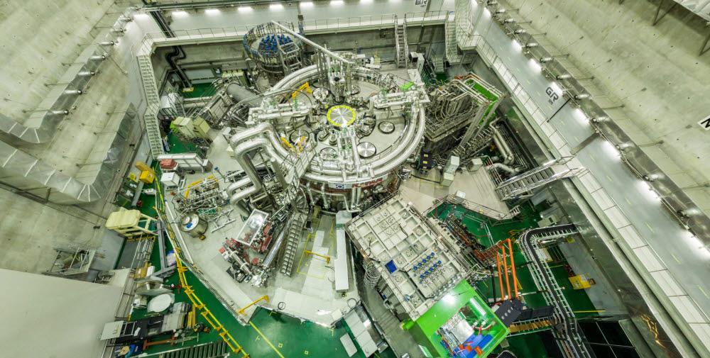 국가핵융합연구소의 KSTAR 주장치 모습