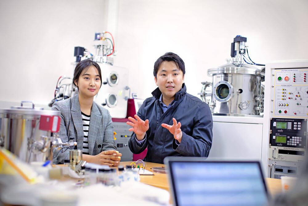 (왼쪽부터)노현희 경희대 학생과·김대원 교수