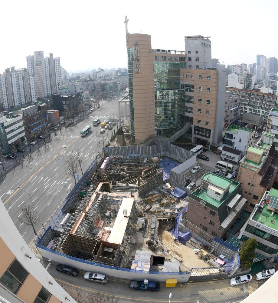서울 강동구에 위치한 충전소 건설 현장. (사진은 기사와 직접적인 관련이 없습니다.) 이동근기자 foto@etnews.com