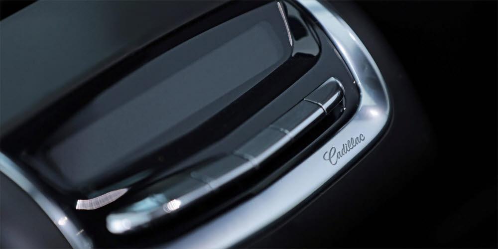 캐딜락 XT6 2열에 위치한 에어컨·히터 조작 콘솔.