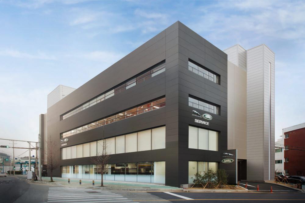 효성프리미어모터스가 운영하는 재규어랜드로버 부산 센텀 서비스센터 전경. 지난해 3월 신규 개장했다.