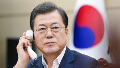 """문 대통령, 시진핑 중국 국가주석과 통화...""""기업인 '신속통로' 적용대상 확대되길 바란다"""""""